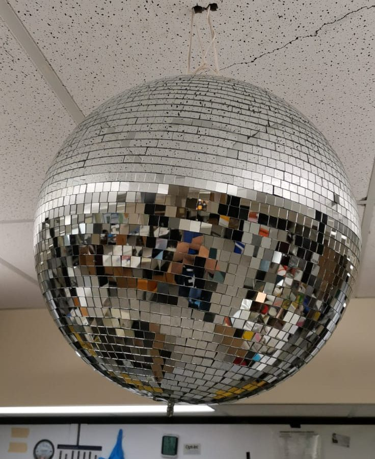 Essential apparatus : Disco Ball
